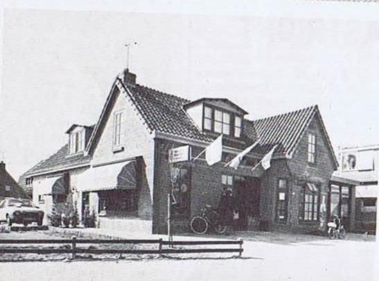 De winkel en bakkerij op de Voorweg 33 in Damwoude