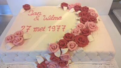 Bruidstaart 40 jaar getrouwd met rozenslinger